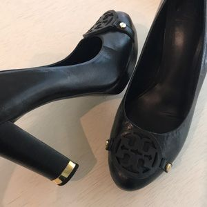 Tory Burch Logo Leather Pumps \ Heels Size 8.5